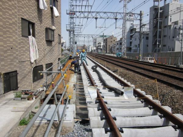 Img_0374 阪急京都線 北陽踏切のレール移設工事が始まりました。 移設が完了したら...